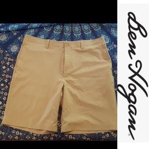 size 39 Men's tan dress shorts like new